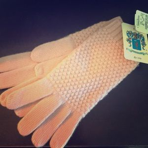 New portlano pink cashmere gloves fr nieman Marcus